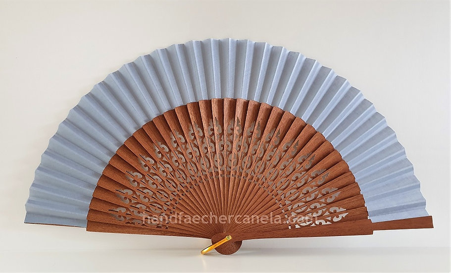 Hochwertiger Fächer aus Holz und Stoff. Hellgrau. Handgemacht in Spanien. AEA Bezeichnung