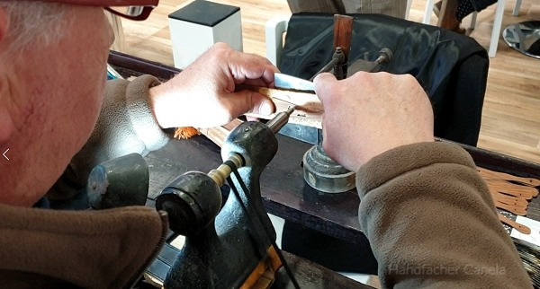 Gravierung Arbeit der Stäbe des Handfächers