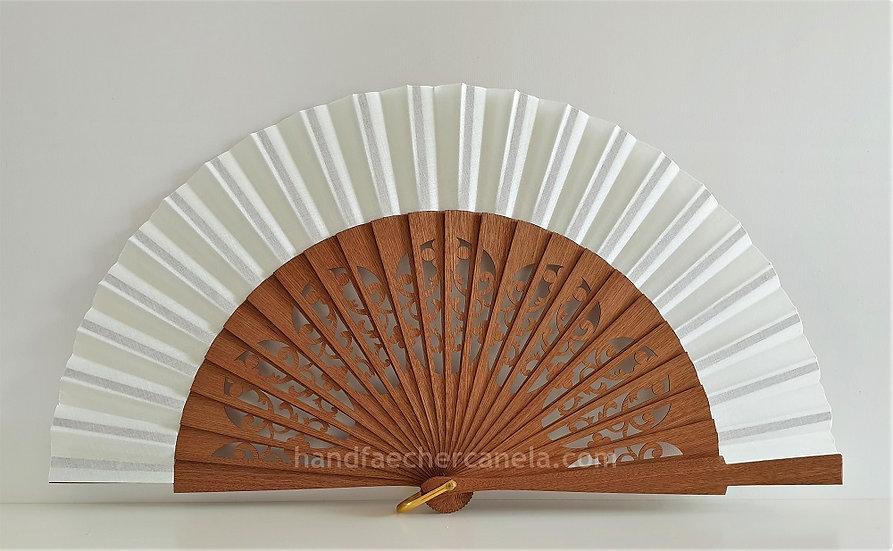 Hochwertiger Handfächer aus Holz und Stoff. Elfenbein Farbe. Handgemacht in Spanien. AEA Bezeichnung