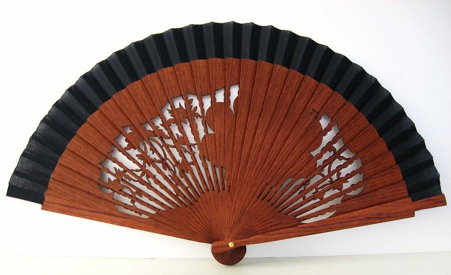 Qualitativer Handfächer aus Holz mit Stoff in schwarzer FArbe. Handgesearbeit. Markenfächer AEA. Canela