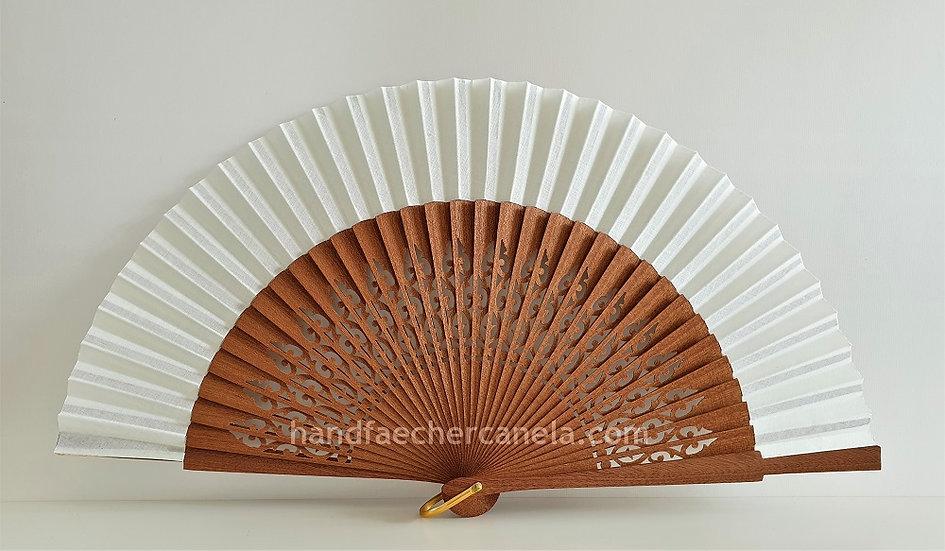 Hochwertiger Fächer aus Holz und Stoff. Elfenbein Farbe. Handgemacht in Spanien. AEA Bezeichnung