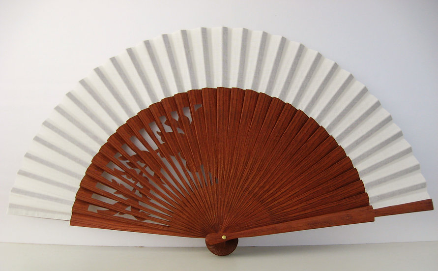 Qualitativer Handfächer aus Holz mit Stoff in Elfenbein FArbe. Handgesegt. Markenfächer AEA. Canela