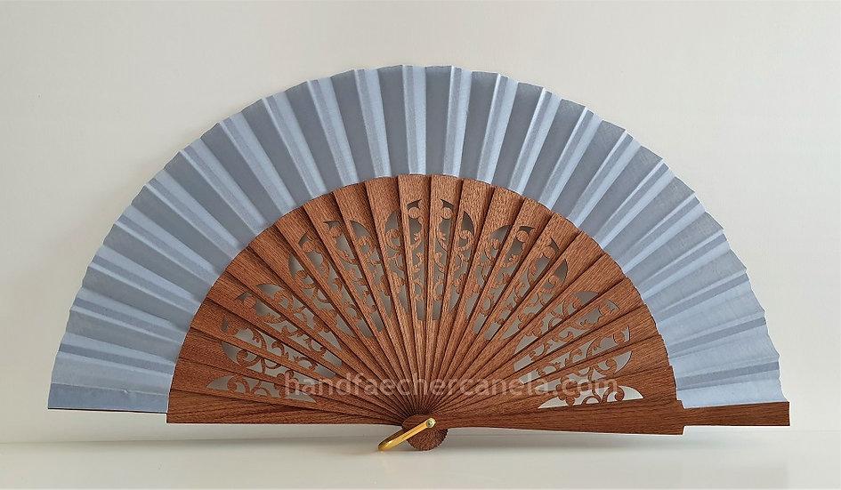 Hochwertiger Handfächer aus Holz und Stoff. Handgemacht in Spanien. Hellgrau. AEA Bezeichnung