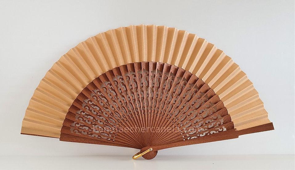 Hochwertiger Fächer aus Holz und Stoff. Camel Farbe. Handgemacht in Spanien. AEA Bezeichnung
