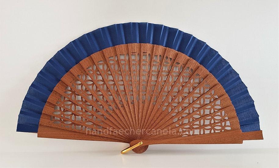 Hochwertiger Handfächer aus Holz und Stoff. Modernes Design. Handgemacht in Spanien. AEA Bezeichnung. Farbe dunkelblau