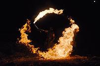 déambulatin de feu, animation de feu, cracheur de feu