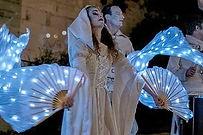 Animation de rue, spectacle en blanc, costumes blancs