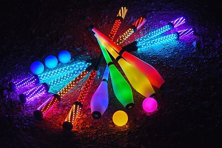 jonglerie lumineuse, balles lumineuses, baton lumineux, batons LED, massues LED