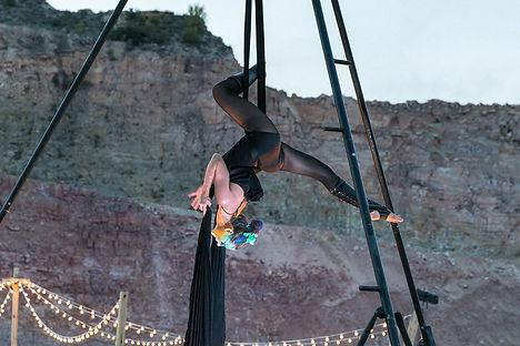 spectacle aérien, acrobate, drap, tissu, ruban, soukha