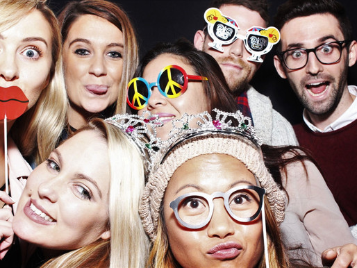 Photo booth fun = Photo booth hire