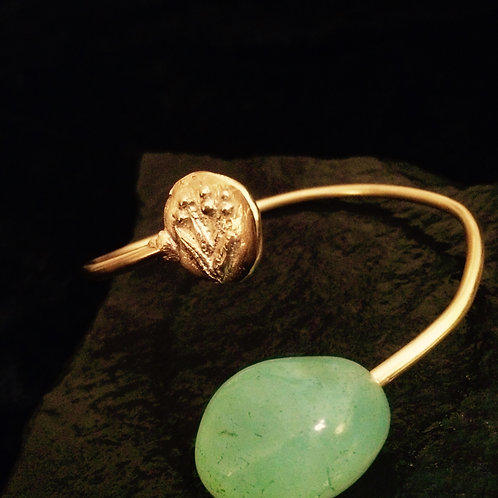 Old World Mesopotamian Gold Bangle With Green Onyx Bauble