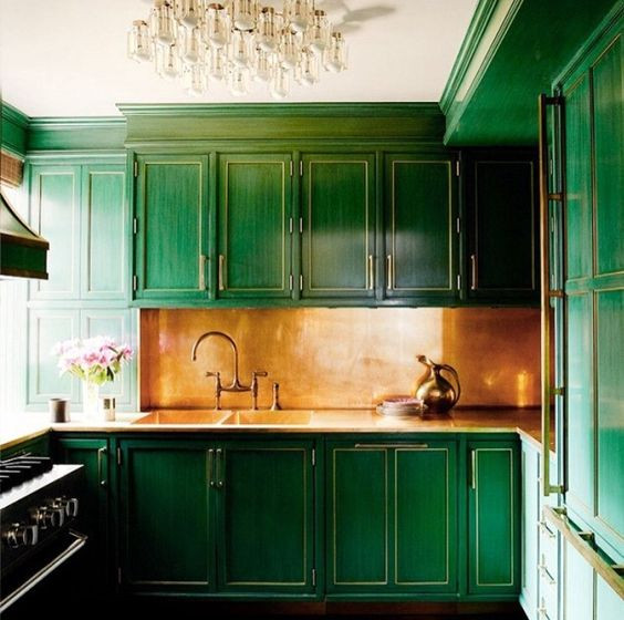 HOT FOR HUE: GREEN DECOR IN THE KITCHEN