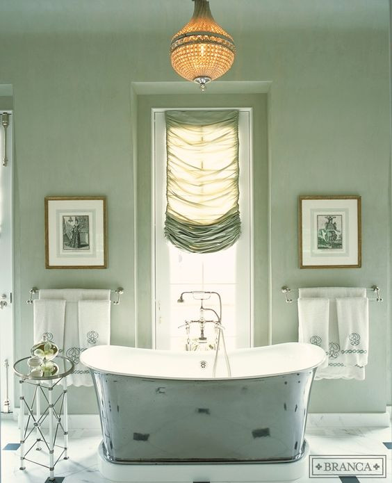 HOT FOR HUE: GREEN DECOR IN THE BATHROOM