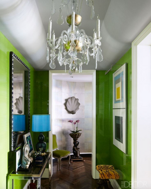 HOT FOR HUE: GREEN DECOR IN THE ENTRYWAY AND LIVING ROOM