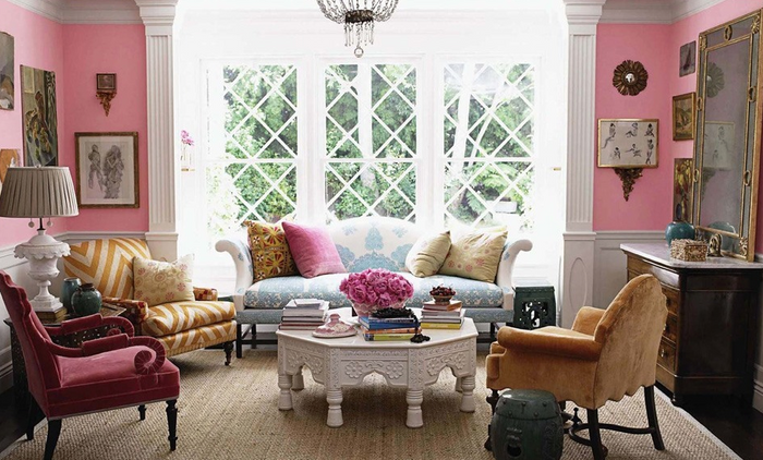 HOT FOR HUE: PINK DECOR IN THE LIVING ROOM