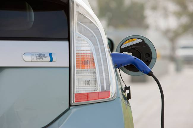 0006-2012-toyota-prius-plug-in-hybrid.jpg.650x0_q70_crop-smart