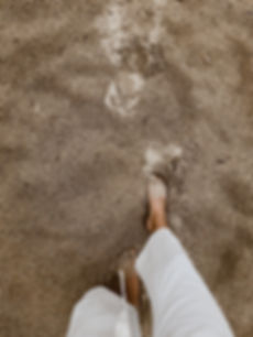 daylight-feet-pants-1376204.jpg