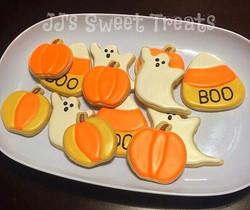 Happy Halloween! 🎃👻 #customcookies #decoratedcookies #decoratedsugarcookies #sugarcookies #cookied