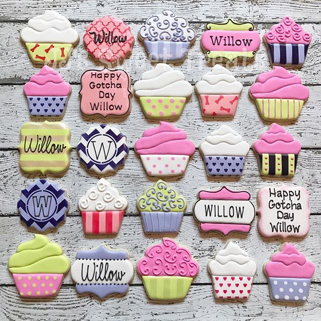 Cupcake theme party favors for Willow, April's pup whom she rescued one year ago.  Such a wonderful
