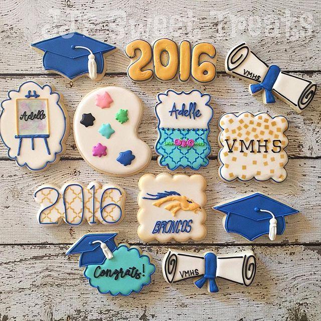 Congrats to Adelle, an aspiring artist! _#customcookies #decoratedcookies #decoratedsugarcookies #su