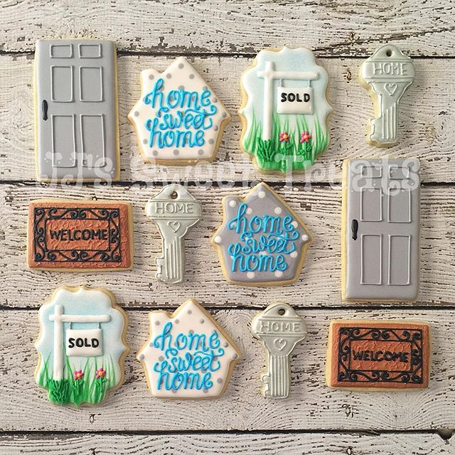 Happy Housewarming, Kristi!!🏠🗝 xo _#customcookies #decoratedcookies #decoratedsugarcookies #sugarc