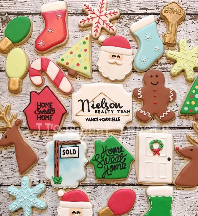 Loved working on this mix of Real Estate and Christmas themed cookies! _____________#customcookies #