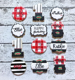 Black and white with pops of red plaid for Ellie and Ruthie's 1st birthday! _____________#customcook