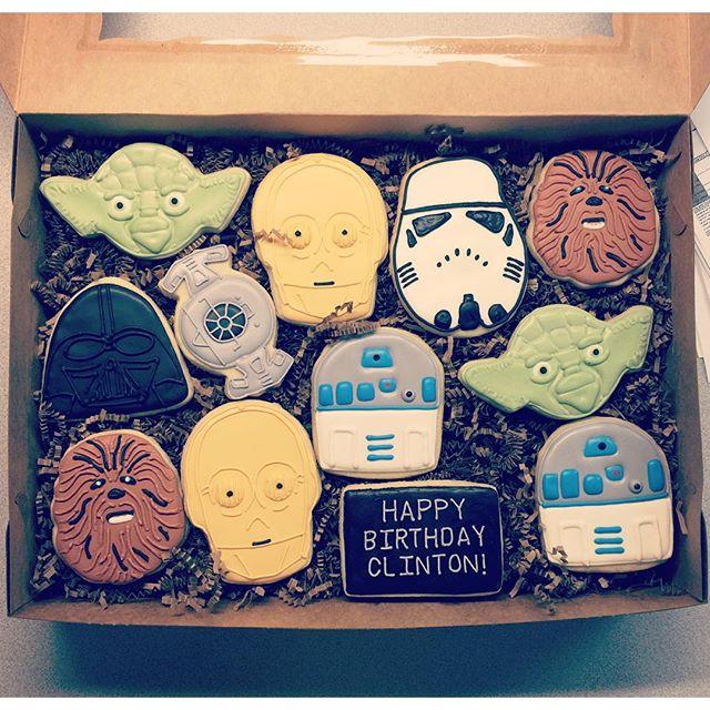 #starwarscookies #starwars #customcookies #decoratedcookies #royalicing #edibleart #cookiesofinstagr