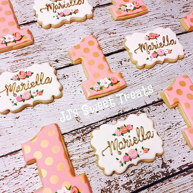 Sweet 1 year old birthday cookies for Mariella!  Inspiration from the amazing _thehayleycakes ______
