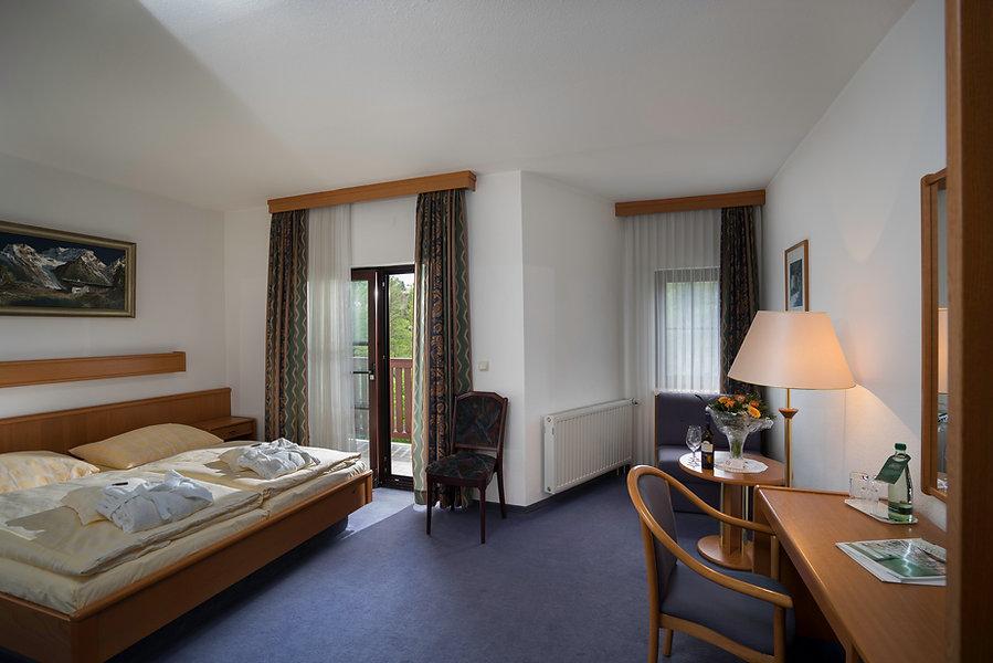 Zimmer Balkon (2).jpg