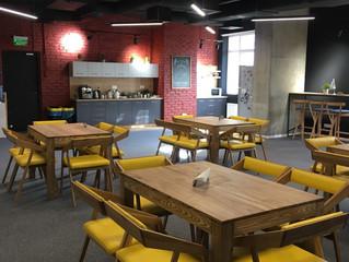 Почему нам нравится мебель в кафе и ресторанах. Потому что ее выбирают для нас.