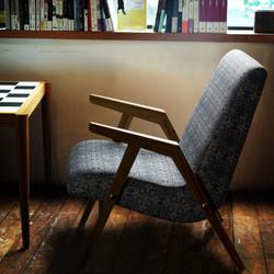 Кресло RONNIE в скандинавском интерьере.