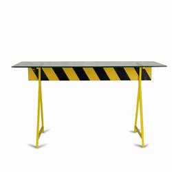 Стол Caution в индустриальном стиле