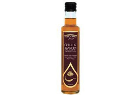 NEWGRANGE GOLD CHILLI AND GARLIC RAPESEED OIL (250ML)