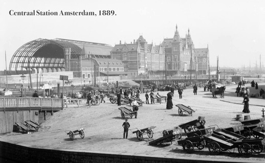 Bouw Centraal Station Amsterdam, 1889.