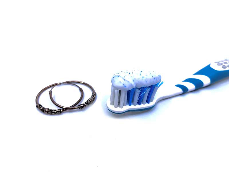 limpieza plata pasta de dientes