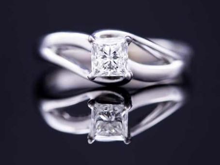 La talla de gemas y piedras preciosas para joyería