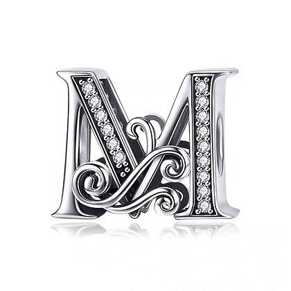 Charm plata letra M