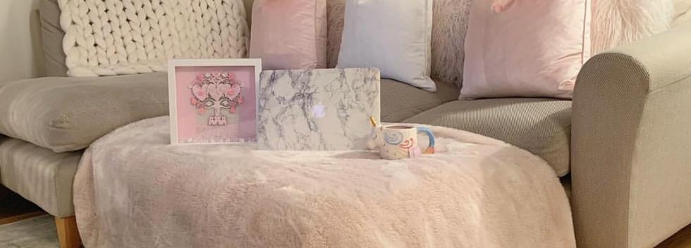bedroom-fancy-pink-fur-bedding-interior-