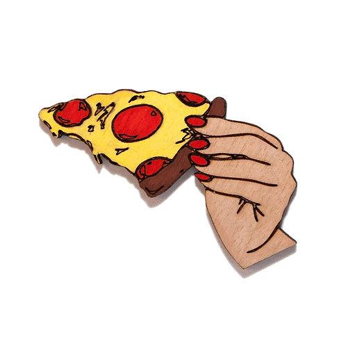 Рука с пиццей