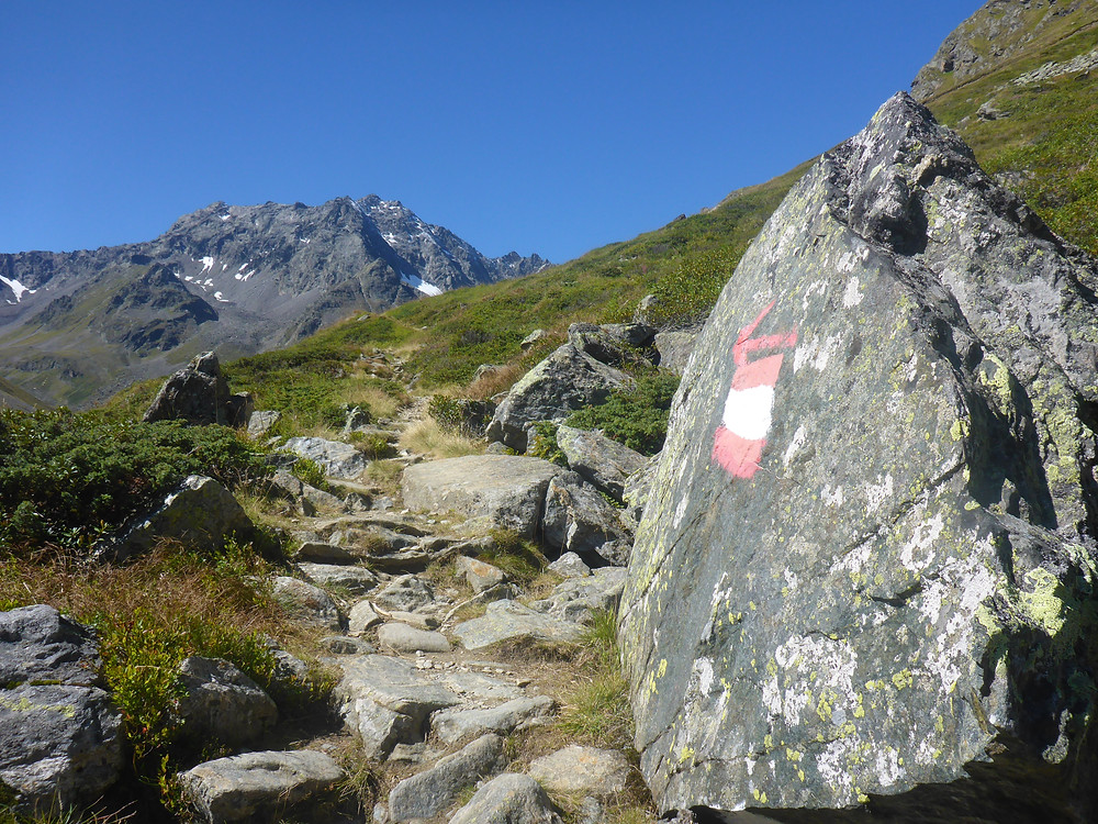 Trail marker in the Austrian Alps