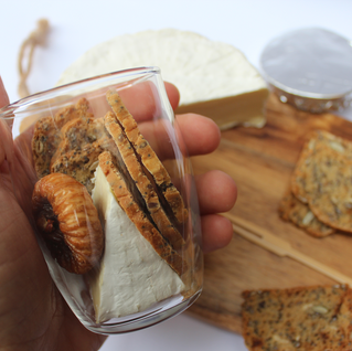 brie with fig and crackers .png