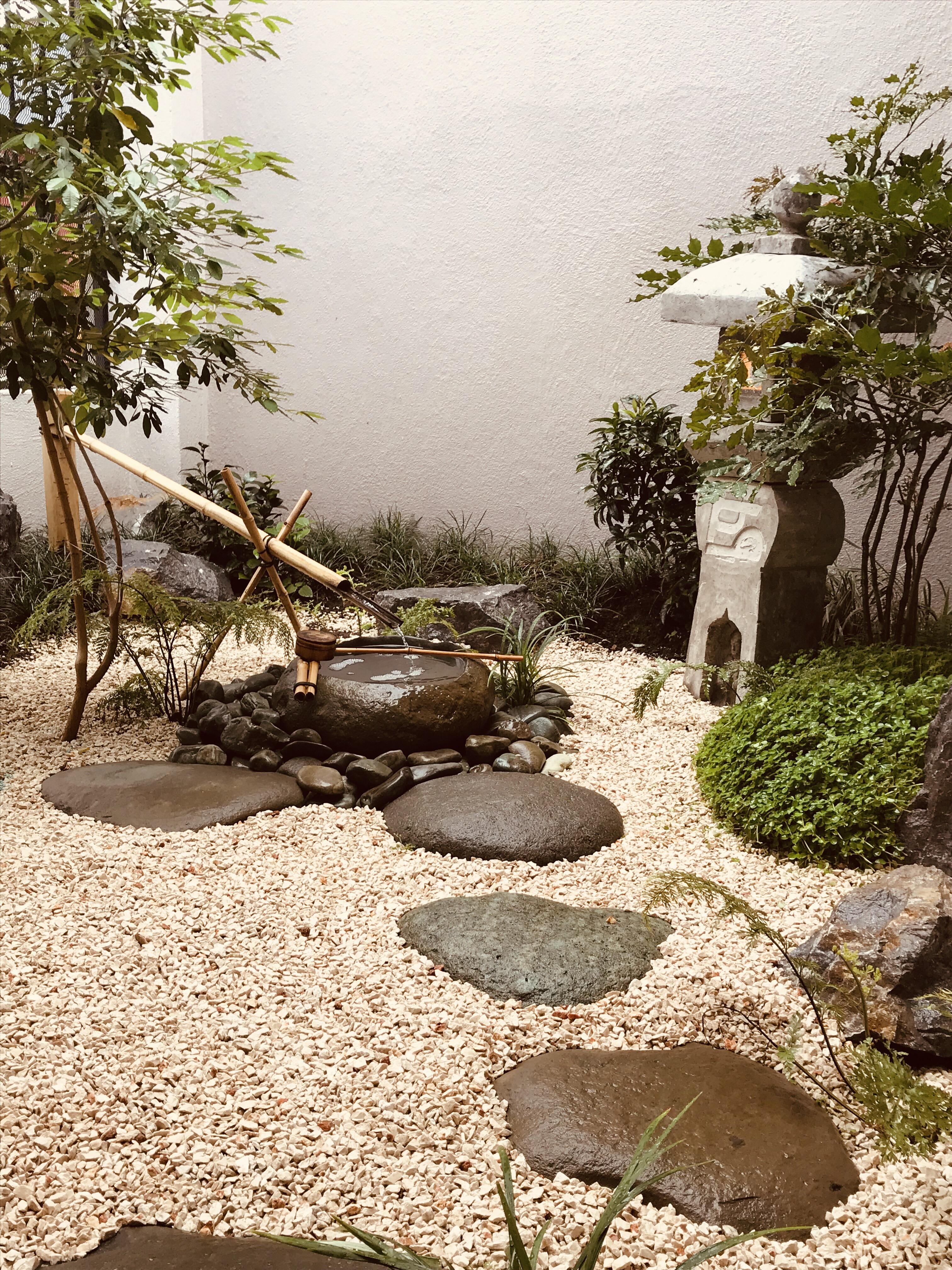Jardín japonés en fachada