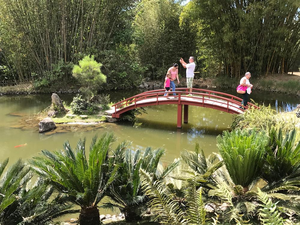 Puente curvo estilo japonés