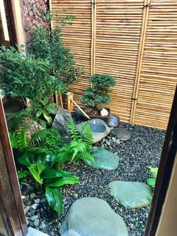 Jardín tsuboniwa en patio interno