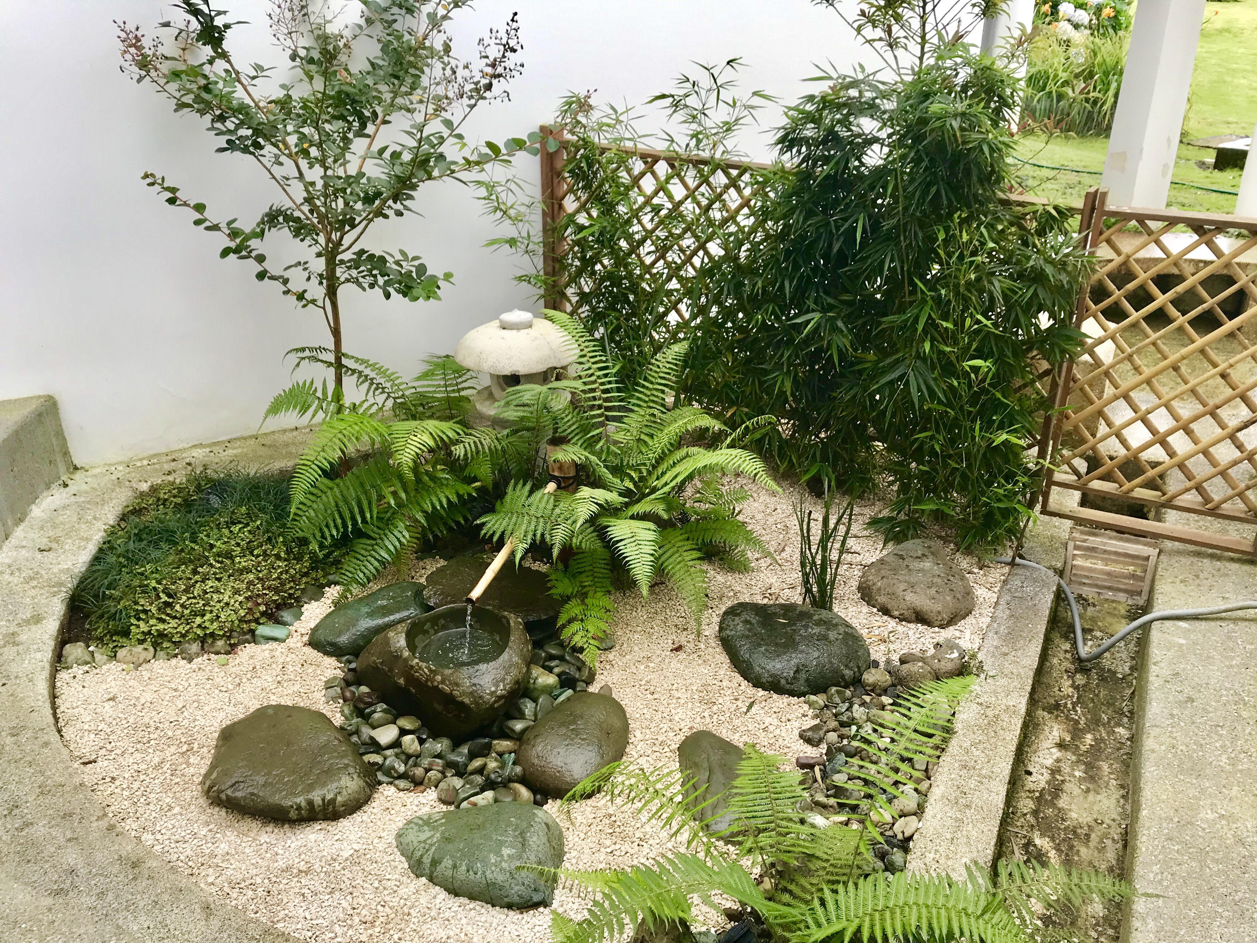 Jardín tsuboniwa en exterior