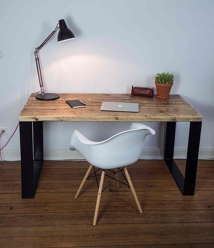 Designer Schreibtisch aus Altholz aus Gerüstbohlen
