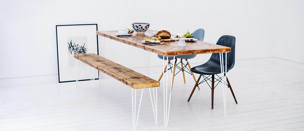 Holztisch aus Gerüstbohlen im modernen Design