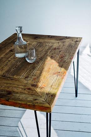 Massivholztisch aus Altholz aus Gerüstbohlen
