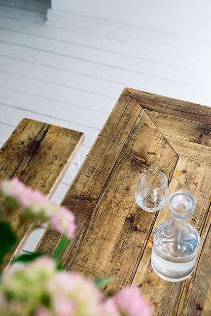 Elegante Sitzbank aus Altholz aus Gerüstbohlen
